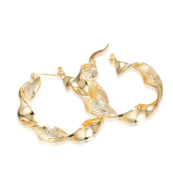 AE29 Twisted Metal Hoop Earring For Women – Gold 2