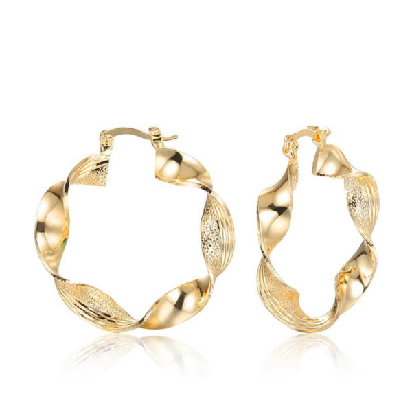 AE29 Twisted Metal Hoop Earring For Women – Gold 3
