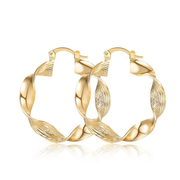 AE29 twisted metal hoop earring for women – Gold 1