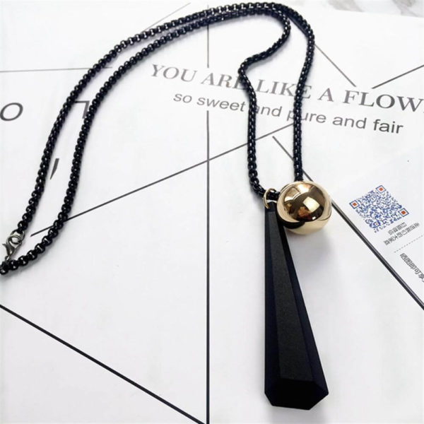 AN38 -Necklace With Beaded Chain and Geometric Pendant Black 2