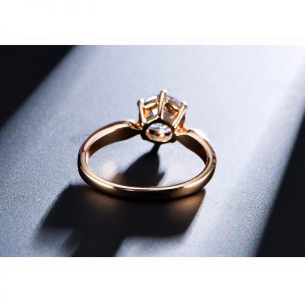 1.75 Carat Zircon Rose Gold Glowing Diamante Ring1