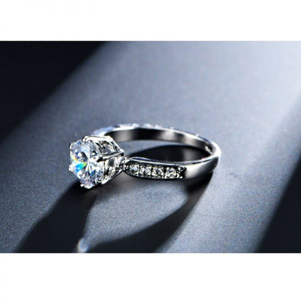 1.75 Carat Zircon Silver Glowing Diamante Ring3