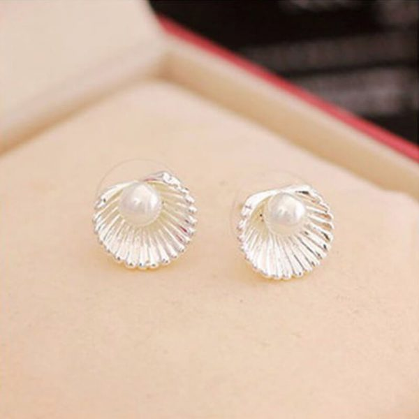 AE50 Shell Design Pearl Stud Earring – Silver1