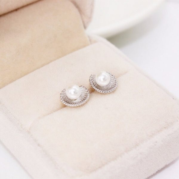 AE50 Shell Design Pearl Stud Earring – Silver2