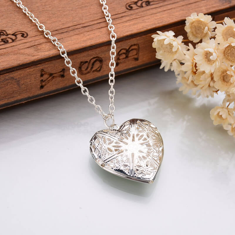 Silver Heart Fashion Necklace Latest Design