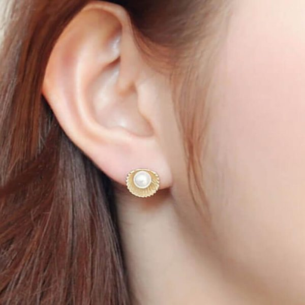 Shell Design Pearl Stud Earring – Gold3