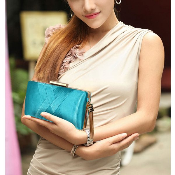 LSE00313 – Emerald Tassel Clutch_4_