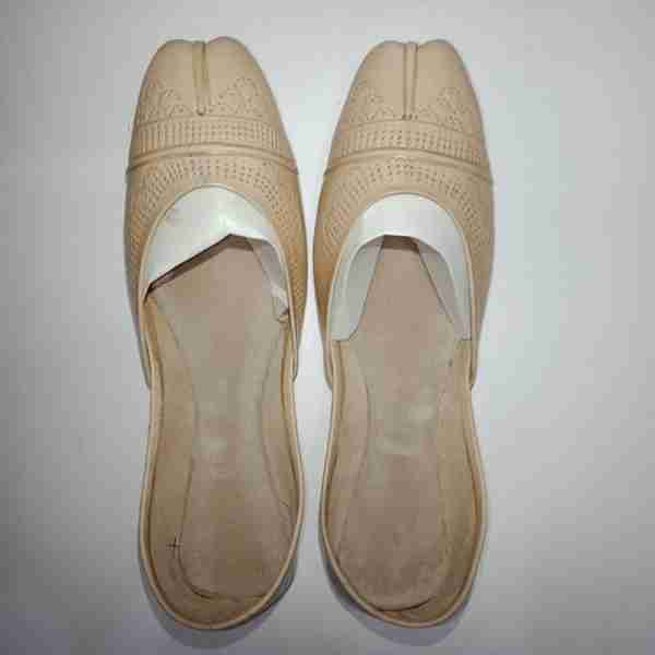 ZS13-BEIGE Leather Khussa Shoes – Non Slip
