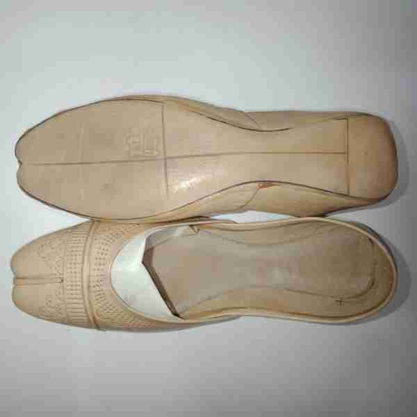 ZS13-BEIGE Leather Khussa Shoes – Non Slip2