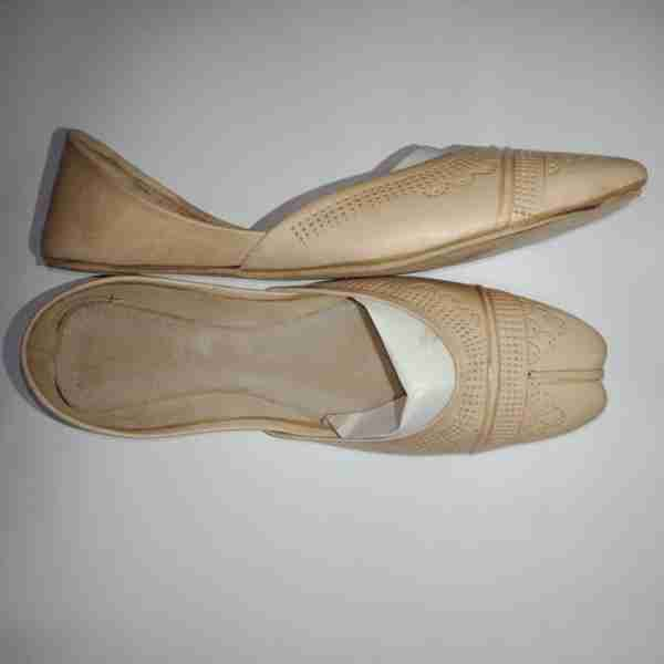 ZS13-BEIGE Leather Khussa Shoes – Non Slip3